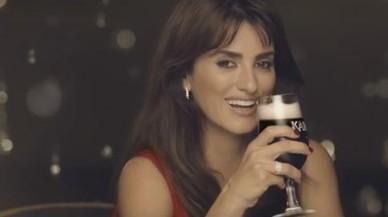 Penélope Cruz, en el anuncio de la cerveza polaca.