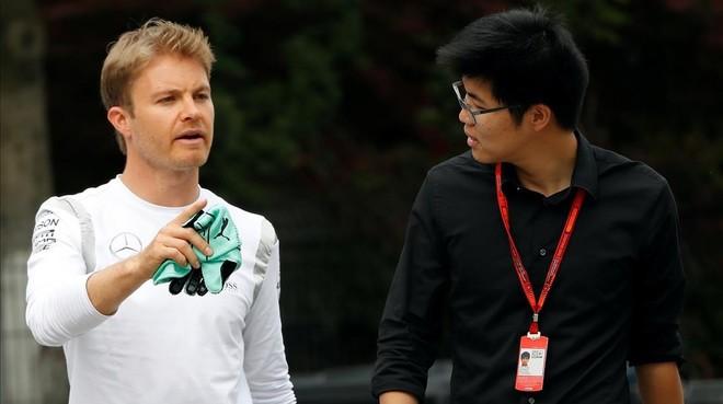 Rosberg, durante su paseo mantinal en el Gran Premio de China