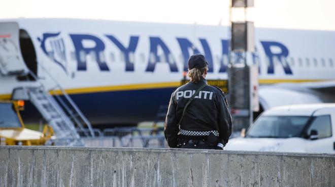 """Evacuat un avió de Ryanair per """"comportament sospitós"""" de dos passatgers"""