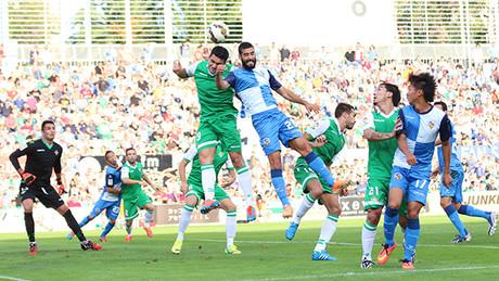 El CE Sabadell pierde su primer partido de Liga ante en Betis
