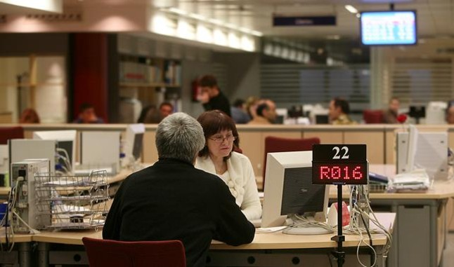 Los parados que solo cobran 426 euros crecen hasta el 48 for Oficinas soc barcelona