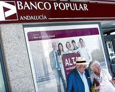 Sucursal del Banco Popular en Sevilla, la semana pasada.