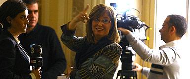 Irene Rigau gesticula, tras abandonar la reunión con Wert sobre la reforma educativa, el martes en Madrid. AGUSTÍN CATALÁN