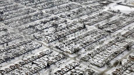 Casas cubiertas de nieve y hielo en Chicago.