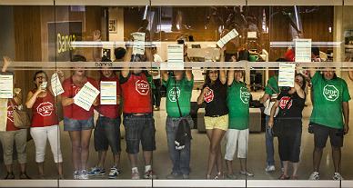 Protesta en Valencia por los desahucios.