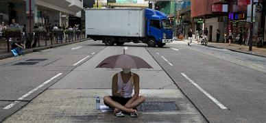 Los manifestantes de Hong Kong amenazan con extender la huelga estudiantil a los trabajadores