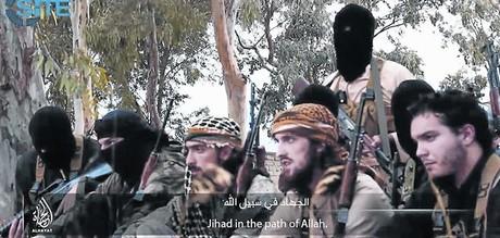El terror 8 Imagen captada del v�deo que muestra a tres franceses entre otros miembros del Estado Isl�mico.