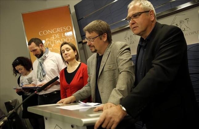 Xavier Domènech y el resto de diputados de En Comú Podem, en el Congreso.