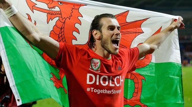Bale celebra la clasificación de Gales para la Eurocopa
