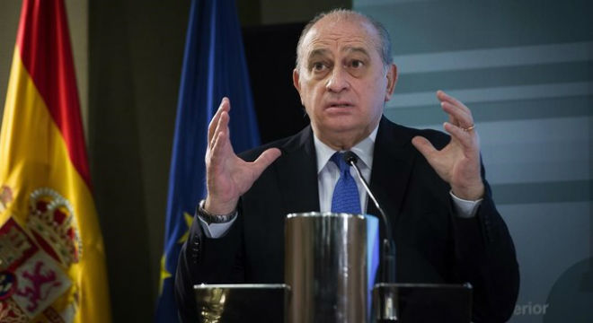 El ministro del Interior en funciones, Jorge Fernández Díaz, durante la rueda de prensa que ha ofrecido este jueves en la sede de su departamento.