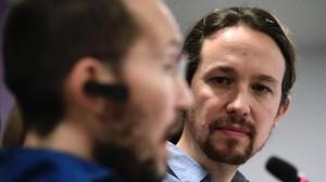 Pablo Iglesias y Pablo Echenique durante una rueda de prensa en la sede de Podemos, el pasado 18 de marzo.