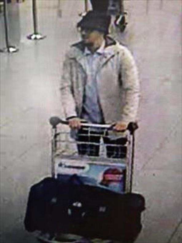 El presunto terrorista del sombrero, supuestamente detenido.
