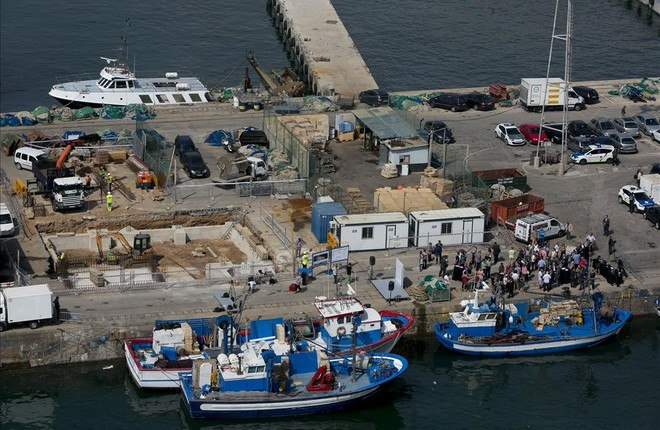 Dos desapareguts a l'enfonsar-se un pesquer que ha col·lisionat amb un petroler a Barcelona