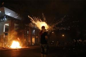 Parte del Congreso de Paraguay en llamas tras las protestas de los manifestantes.