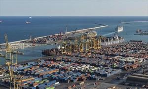 Vista del Moll Adossat del puerto de Barcelona.