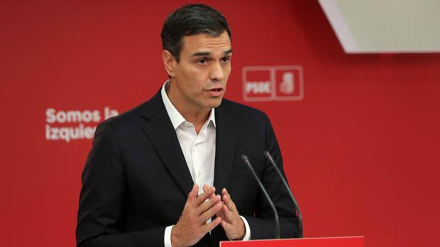 El líder del PSOE, en roda de premsa davant l1-O.