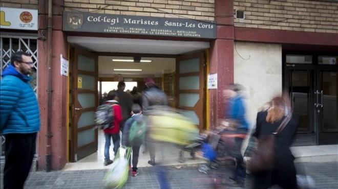 Acceso a las instalaciones de educaci�n infantil y primaria del colegio de los Maristas en el barrio de Sants.