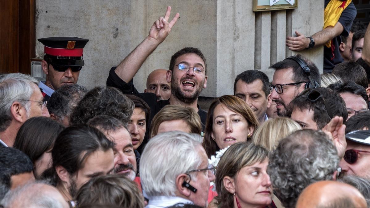 Albano Dante Fachin en la concentración frente la Consellería d'Economia.