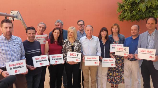 Los doce alcaldes socialistas del Baix Llobregat, reunidos en Cornell�.