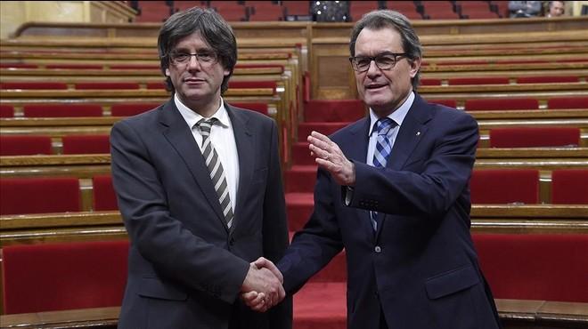 Artur Mas y Carles Puigdemont, tras la investidura del segundo.
