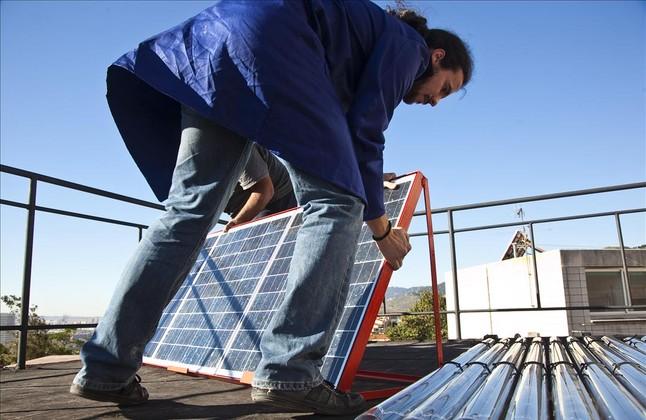 El Gobierno aprueba pese a las críticas el 'impuesto al sol'