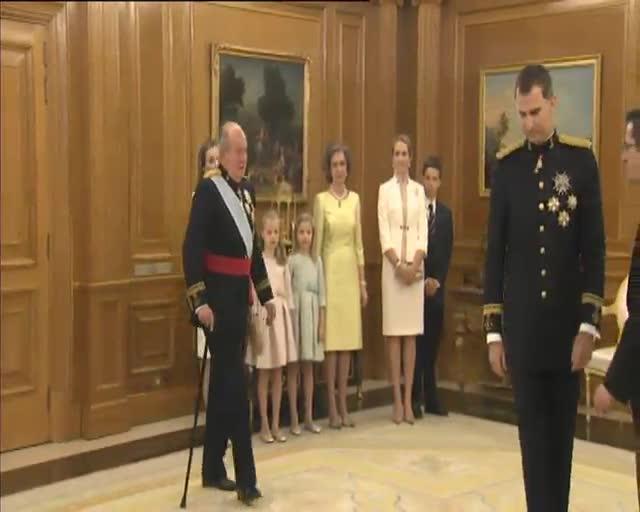Letizia, fidel a Varela, opta per anar de curt per a la proclamació de Felip VI