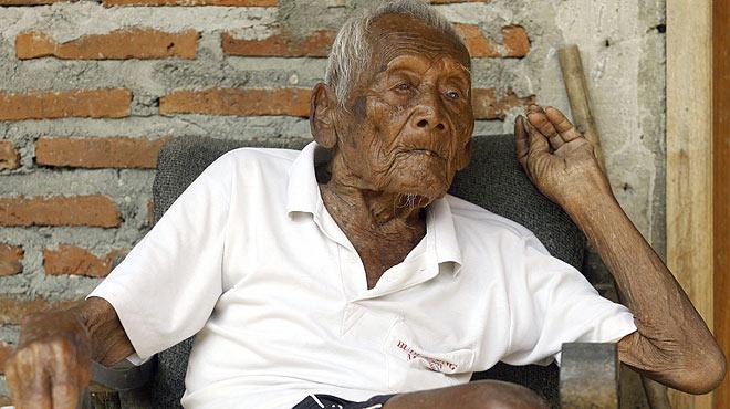 Un indonesi de 145 anys sosté que és l'home més vell del món