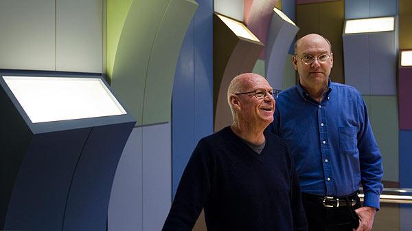 Entrevista con el profesor Ron Jones, autor del experimento 'The third wave' en 1967, y Mark Hancock, uno de sus alumnos. Su historia salta ahora al teatro en el Lliure de Gràcia.