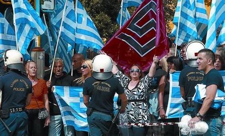 Manifestación de seguidores ultras de Amanecer Dorado, en Atenas.