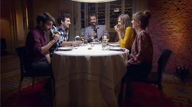 David Verdaguer, Miki Esparbé, Aina Clotet y Nausicaa Bonnin, con Roger de Gràcia, en el programa 'El sopar'.