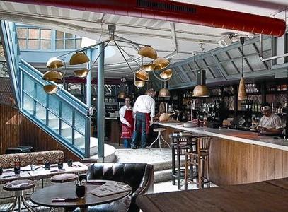 Interior del restaurante Beefshop, poco antes de la hora de comer, ayer.
