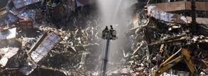 Els bombers tiren aigua sobre l'edifici número 7del World Trade Center després que s'ensorrés a Nova York.