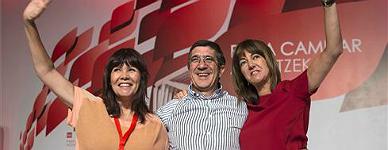 Micaela Navarro, izquierda, Patxi L�pez e Idoia Mendia, tras la clausura del congreso del PSE.