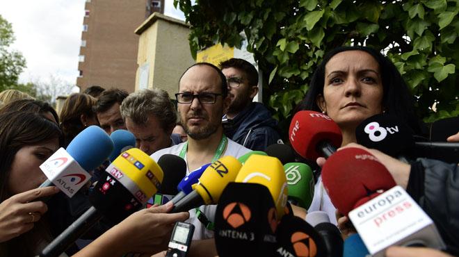 La subdirectora del Hospital Carlos III, Yolanda Fuentes, atiende a los medios junto a otros profesionales del centro, esta mañana.