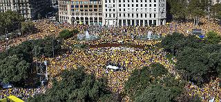 Publicada la gigafoto de la concentraci�n de 'Ara �s l'hora' en la plaza Catalunya