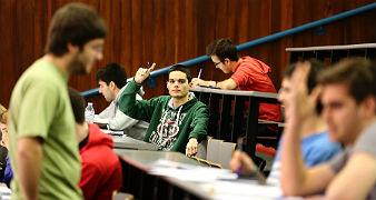 Alumnos en la facultad de F�sica i Qu�mica de la Universitat de Barcelona, hace dos semanas.