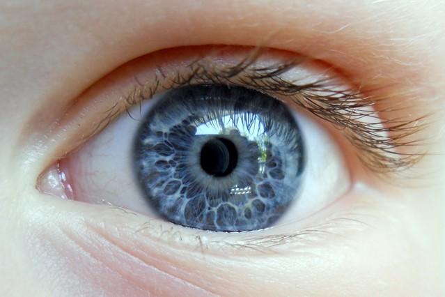 Las personas con ojos azules tienen más riesgo de ser alcohólicas