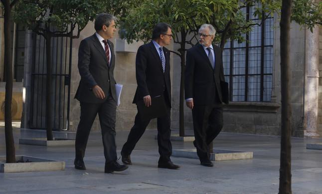 Francesc Homs, Artur Mas i Carles Viver Pi-Sunyer, al Palau de la Generalitat, en una imatge de labril del 2015