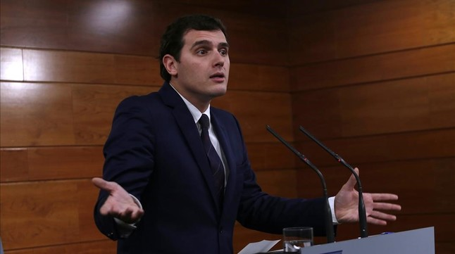 Rueda de prensa de Albert Rivera al término de su reunión con Mariano Rajoy, este lunes en la Moncloa.
