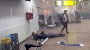Imágenes de Twitter de los atentados en el aeropuerto Zaventem de Bruselas.