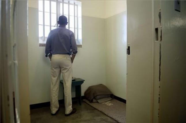 "Obama, ""conmovido"" en la celda de Mandela"