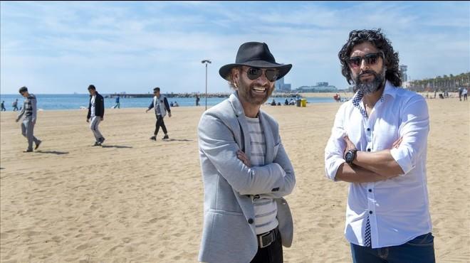 Duquende y Arc�ngel, en la playa de la Barceloneta.