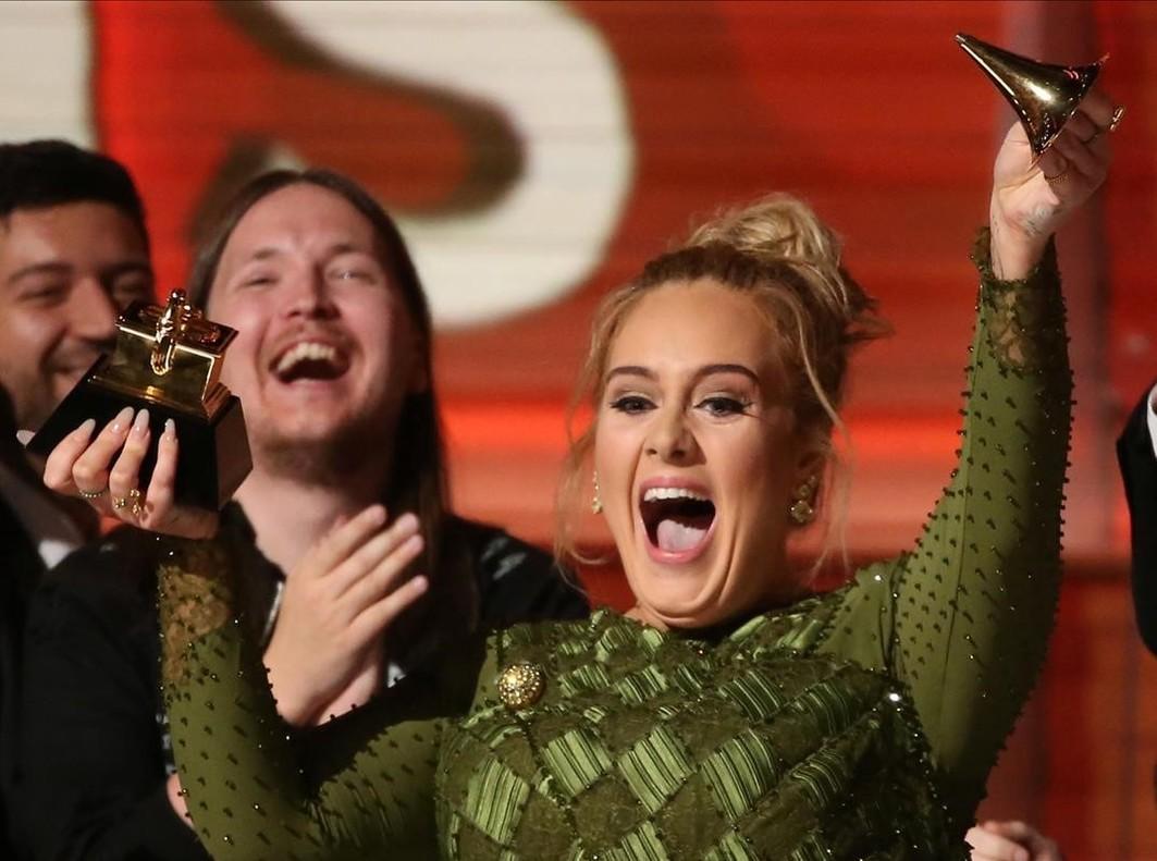 La cantante Adele en la ceremoniade los premios Grammy en Los Angeles, California.