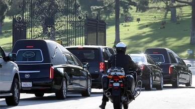 La comitiva fúnebre de Debbie Reynolds and Carrie Fisher en Los Angeles.