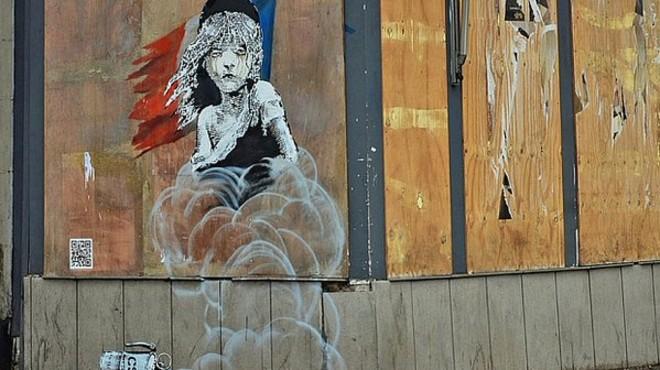 Banksy sacseja l'ambaixada de França a Londres