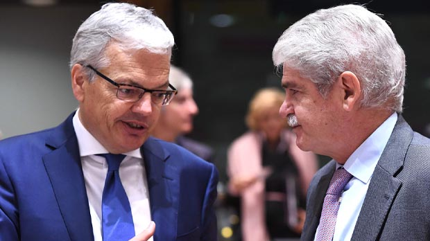 """Dastis, a Puigdemont: """"La alternativa a la independencia pasa hoy por el 21-D"""""""