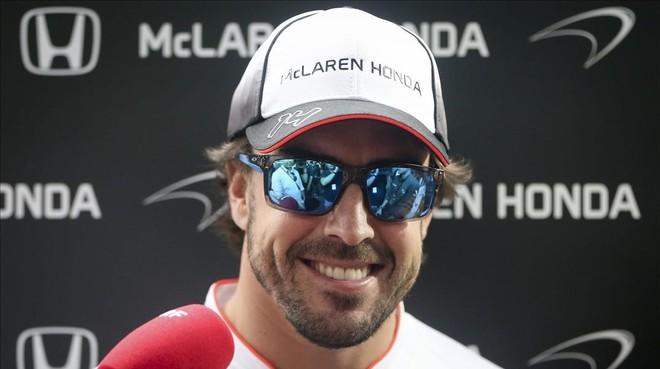 Fernando Alonso, sonriente en la previa del Gran Premio