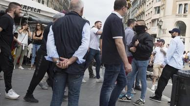 Batalla campal de ultras en la terraza del café Zurich de Barcelona
