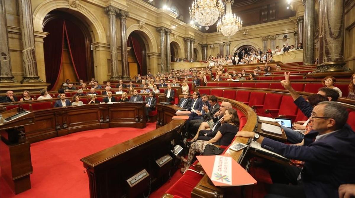 El hemiciclo del Parlament, sin los diputados de Ciutadans y PPC, en el momento de la votaci�n sobre el proceso constituyente.