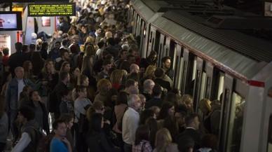 Aglomeraciones en la estación de Espanya, en la L-1 del metro, a causa dela hulega de trabajadores de TMB.